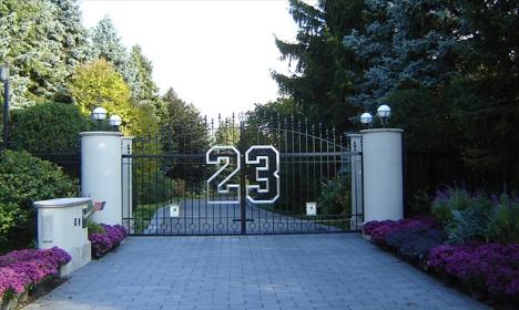 Le portail 23 de la maison de Michael Jordan